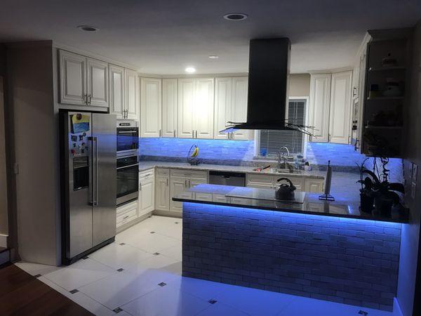 Kitchen cabinets 10x10 - $2,100