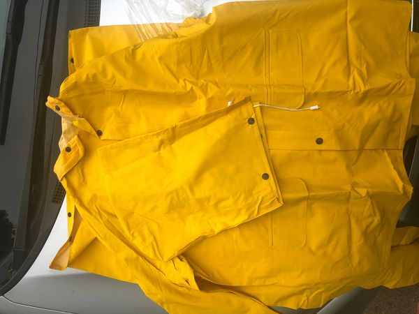 Rain suit never been worn size large