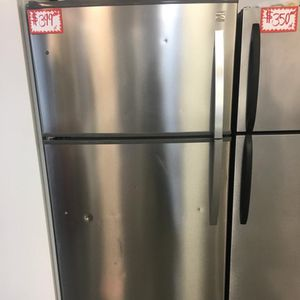 KENMORE STAINLESS STEEL TOP FREEZER FRIDGE IN EXCELLENT CONDITION for Sale in Laurel, MD
