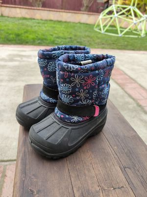 Girl snow boots. Size 8 for Sale in Union City, CA