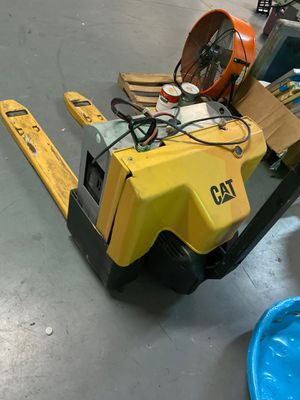 Cat Electric Reach ForkLift (used) for Sale in Atlanta, GA