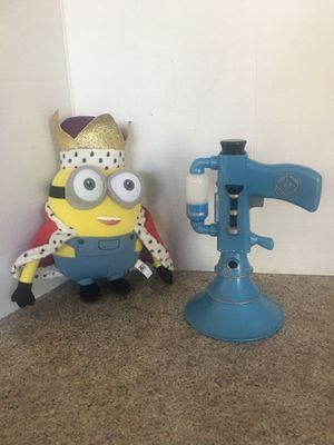MINION LIGHT UP FART BLASTER WITH 10 1/2 INCH MINION IN KING OUTFIT! for Sale in Modesto, CA