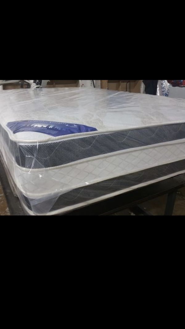 King size Double Sided Pillow Top Mattress With Splits Box spring we have all sizes available ( Habló Español)