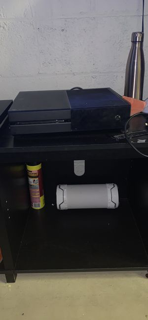 Xbox one No controller included for Sale in Boston, MA