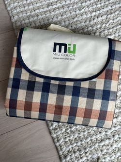 Miu Outdoor Picnic Blanket (Waterproof, Packable) for Sale in Brooklyn,  NY