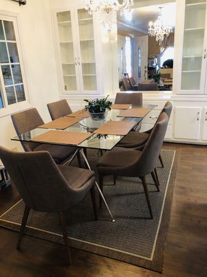 Table and chairs like new for Sale in Carson, CA