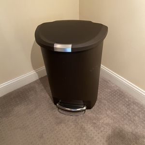 Simplehuman 50 Liter / 13 Gallon Semi-Round Kitchen Step Trash Can, Brown Plastic With Secure Slide Lock for Sale in Framingham, MA