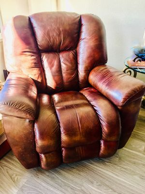 Pair of Lay-z-boy Maverick recliners. for Sale in San Francisco, CA