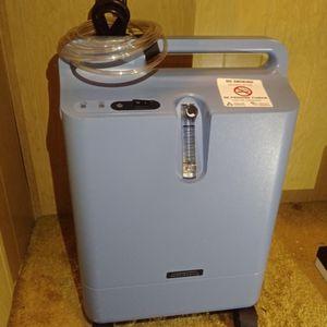 Respironics Everflo Oxygen Concentrator for Sale in San Bernardino, CA