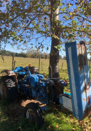 Ford tractor with brush hog for Sale in Alvin, TX