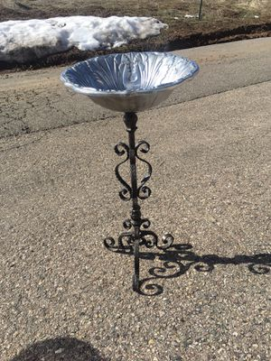 "Bird Bath Feeder- Pewter Ornate Flowered Dish ""The Wilton Company"" with Wrought Iron Heavy Stand! for Sale in Pagosa Springs, CO"