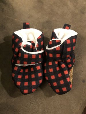 Warm baby fuzzy hat and slippers set for Sale in Federal Way, WA