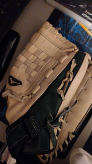Mizuno Baseball Glove for Sale in Rialto, CA