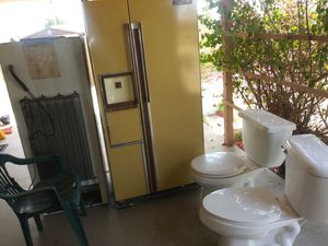 Refrigerator and toilets. 70 and 30 for Sale in Phoenix, AZ