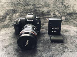 Canon 5D mark iii w/ 24-105mm f/4 lens for Sale in Cedar Hill, TX