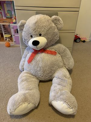 43 inch jumbo stuffed bear for Sale in Puyallup, WA
