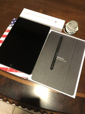 iPad Pro 10.5 inches, 64GB (BUNDLE Package) + Free iPhone 5 (16GB) for Sale in Sterling Heights, MI