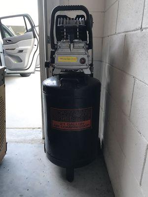 21 gallon air compressor for Sale in Winter Park, FL