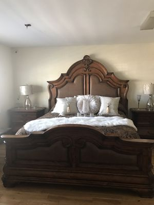 AICO MICHAEL AMINI BEDROOM SET KING OR CAL KING MARBLE TOPS for Sale in Baldwin Park, CA