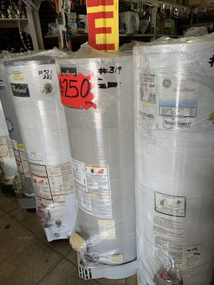 Water heater 40 galones 1 año de garantía for Sale in Commerce, CA