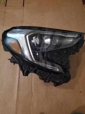 2018 GMC Terrain Front Right Headlight OEM Part # 8431 2727 for Sale in Waukegan, IL