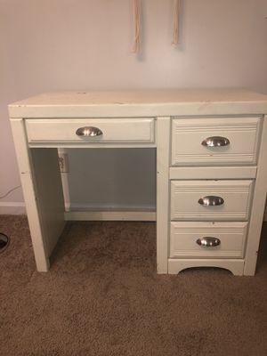 White desk in good condition. for Sale in Decatur, GA