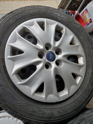 Ford Fusion Hub Cap (1) for Sale in Holly Springs, NC