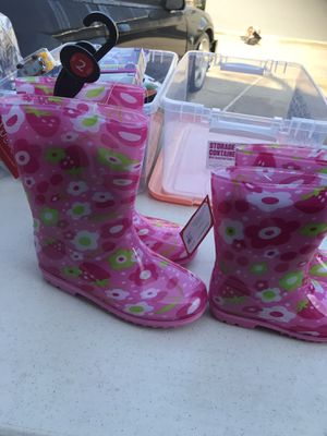 Rain boots for girls size 2 and 10 $10 each for Sale in Hawthorne, CA