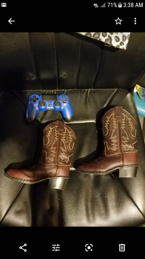 Lil boys boots size 3 to 4