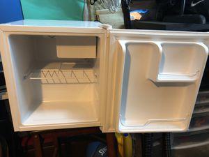 Mini fridge good condition for Sale in Los Angeles, CA