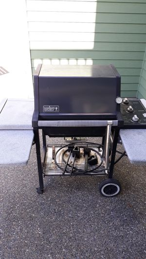 Weber SILVER GENESIS grill for Sale in Puyallup, WA