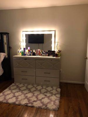 Vanity Mirror with ligth•••the furniture includes the mirror and the lights) el mueble incluye el espejo y las luces for Sale in Adelphi, MD