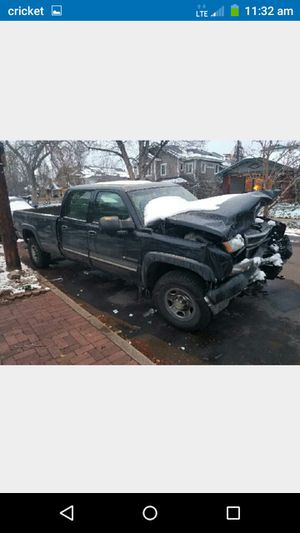 2005 Chevy 2500HD 6.0 4x4 engine/ auto/parts for Sale in Denver, CO