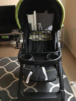 Car seat stroller and base for Sale in Altoona, PA