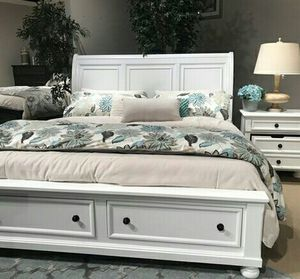 Cal King bed frame for Sale in Las Vegas, NV