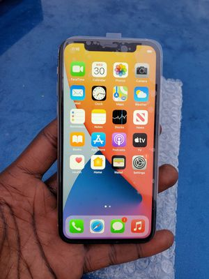 Unlock 64 gig Apple iPhone 10 Apple iPhone x AT&T Verizon T-Mobile Cricket Metro for Sale in Bradenton, FL