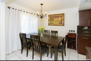 Amazing dining table set ! 6 piece set . Excellent condition for Sale in Sunland-Tujunga, CA
