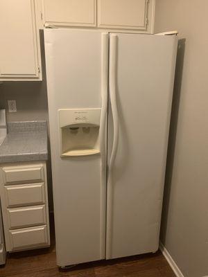 Fridgidaire White Fridge Freezer for Sale in Lancaster, CA