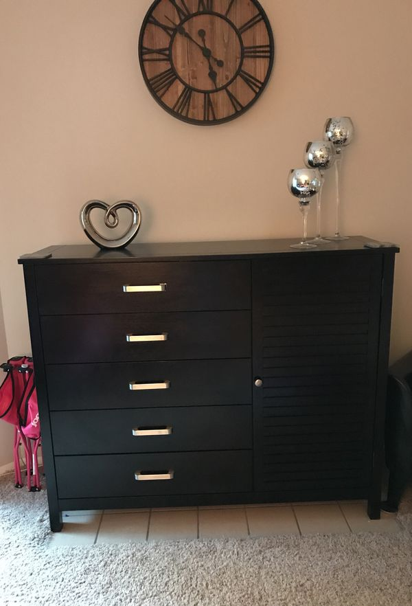 Dresser with 5 drawers and a cabinet