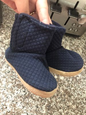 Boots old navy little girl size 5 for Sale in Huntersville, NC