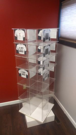 Rotating acrylic display case for Sale in MIDDLEBRG HTS, OH