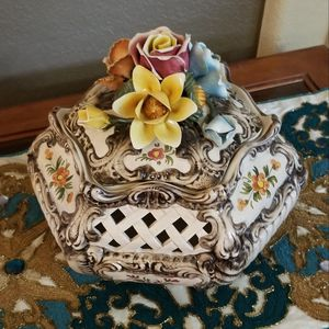 Decorative Handpainted Lattice White Flower Pot for Sale in Henderson, NV