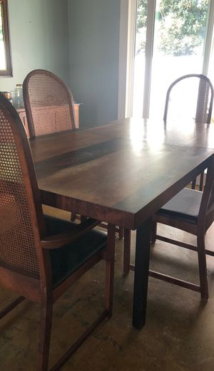 Dining room table for Sale in San Diego, CA
