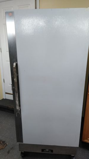 Comercial freezer, located at 55 north main st Norwich ct call me 860-861@4386 for Sale in New London, CT