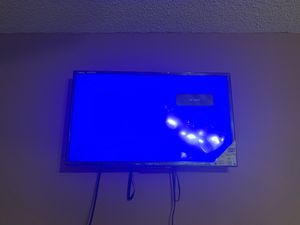 (2) 32 inch TVs. One with plastic still on it-very gently used for $60 for Sale in Miami Gardens, FL