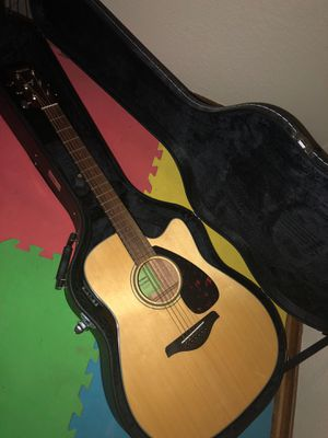 Yamaha FGX800C acoustic/electric guitar with hard case for Sale in Dallas, TX