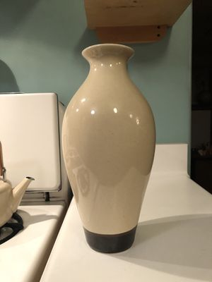 Gorgeous Cream & Brown vase for Sale in Los Angeles, CA