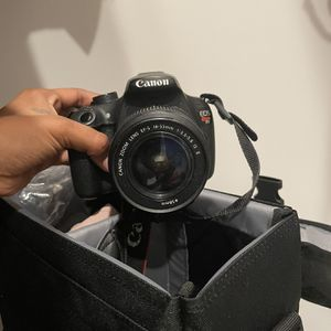 Canon T5 for Sale in Miami, FL
