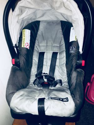 Car seat & base for Sale in Las Vegas, NV