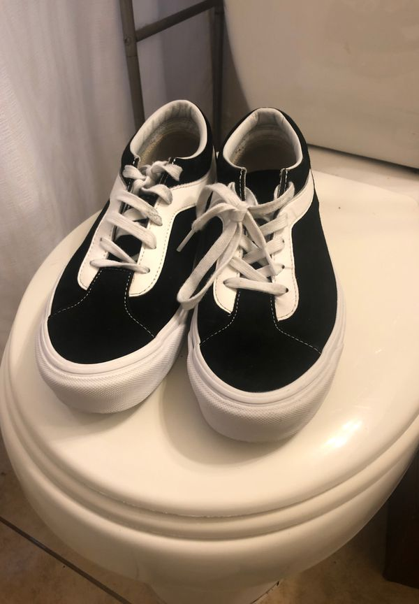 8.5 size black and true white vans